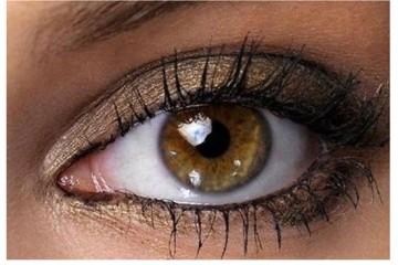 καστανοπράσινα μάτια