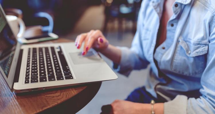 Πώς να πω ένα ψεύτικο διαδικτυακό προφίλ γνωριμιών γλυκιά μαμά dating ιστοσελίδα