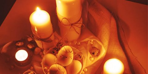 DECORATE EASTER CANDLES